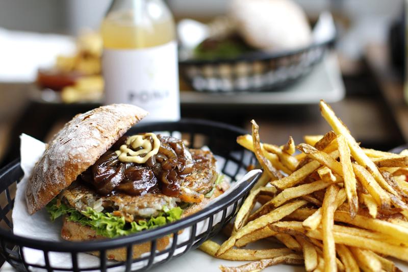 omnom burger veggie-burger-test | h.anna